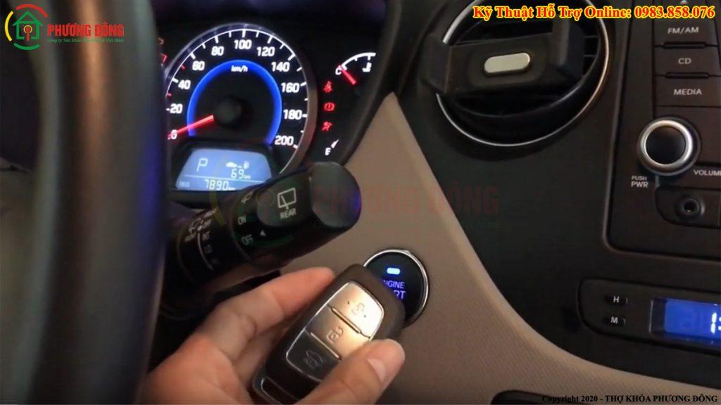 cách nổ máy xe ô tô khi chia khóa hết pin