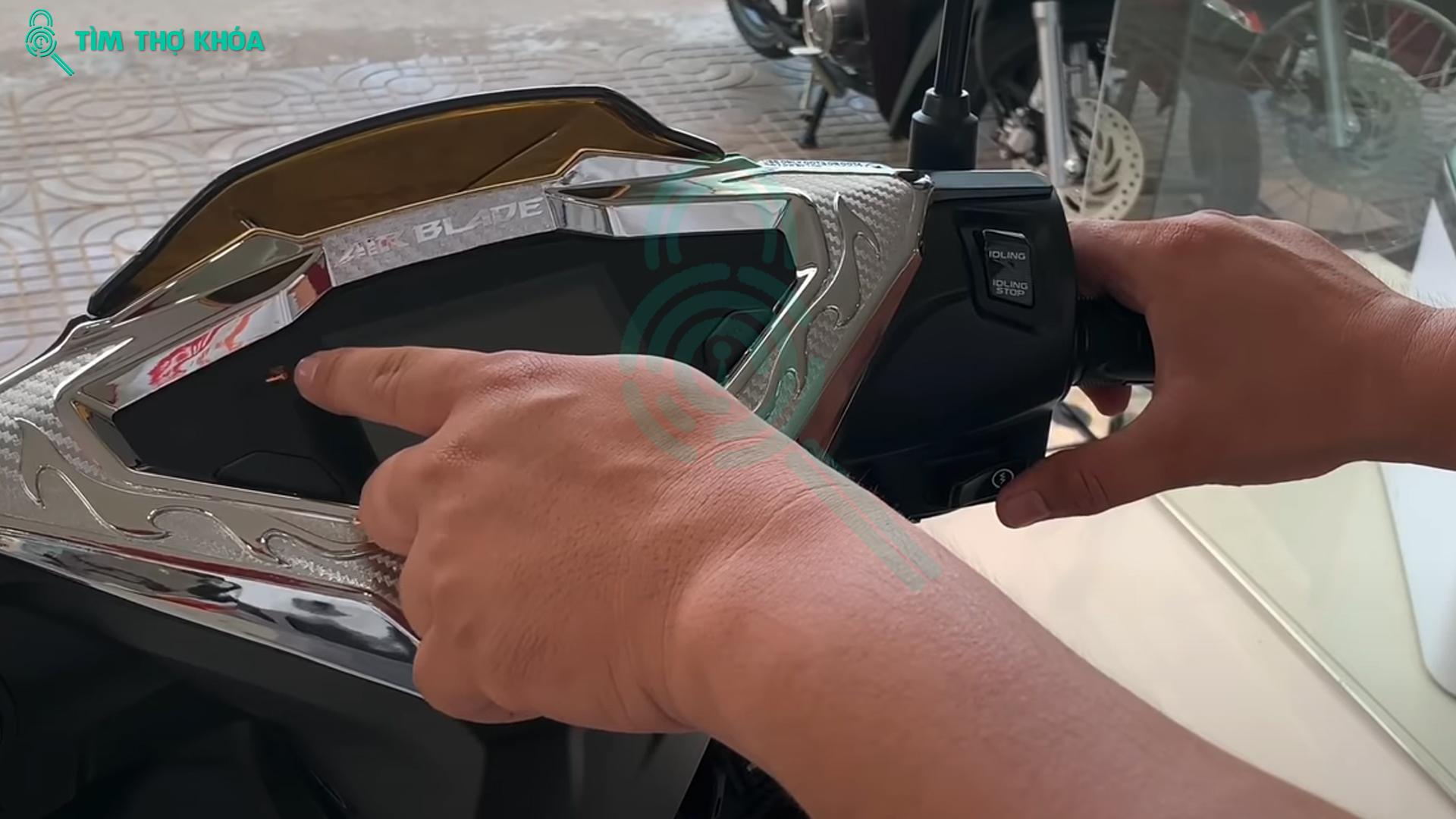 Các khởi động xe máy sử dụng ID Smartkey khi mất remote điều khiển